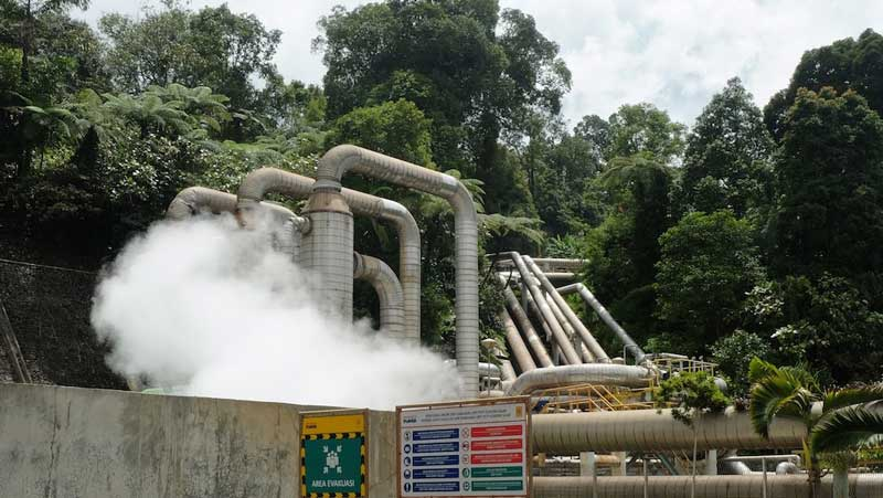 The Gunung Salak geothermal facility supplies 213,959 MWh to the local grid each year, on average
